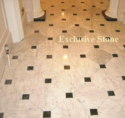 Placare Marmura Carrara cu butoni din Granit Nero Assolutto