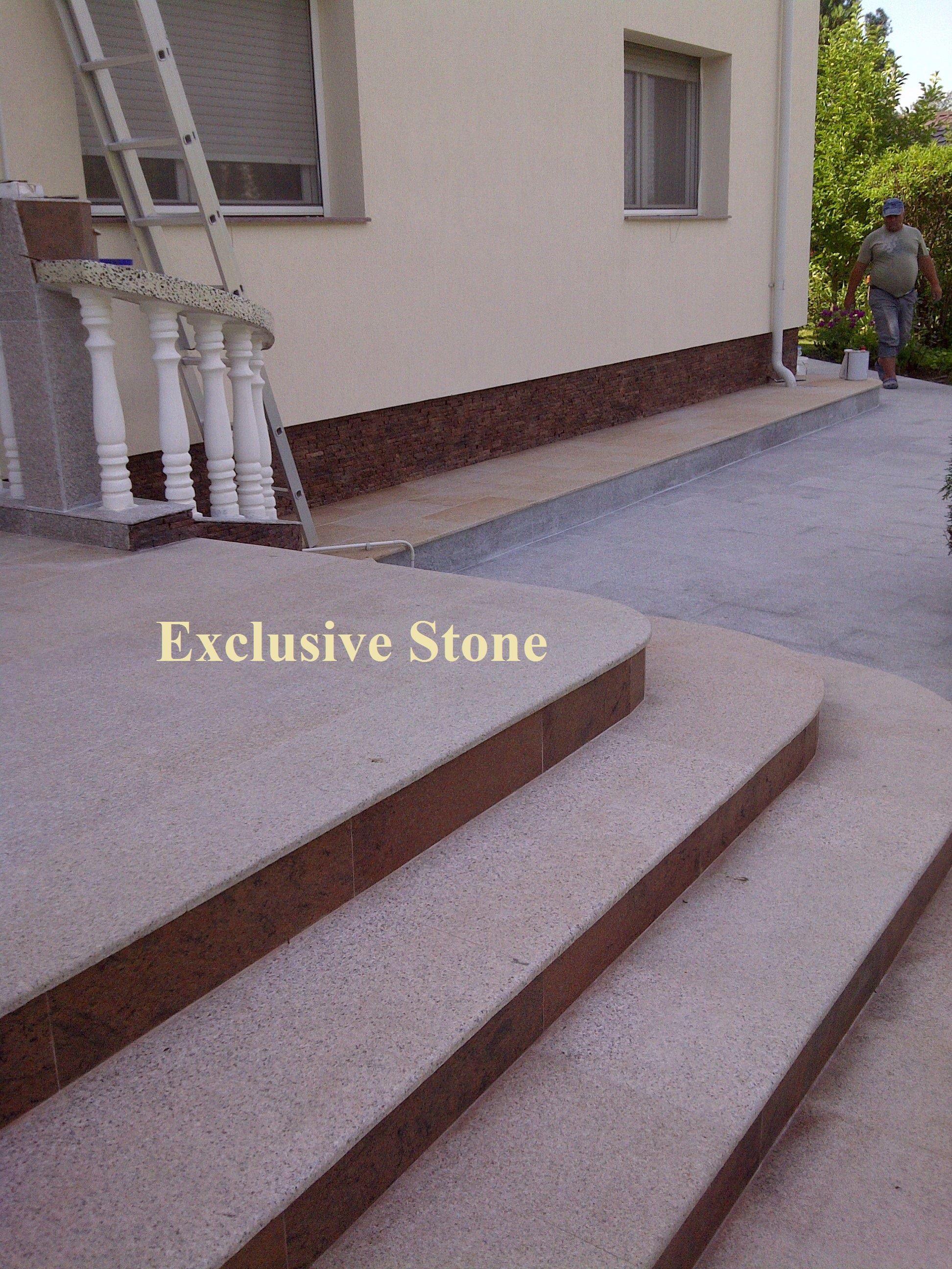 Placare exterioara Granit Desertus Fiamat si Granit Multicolor lucios