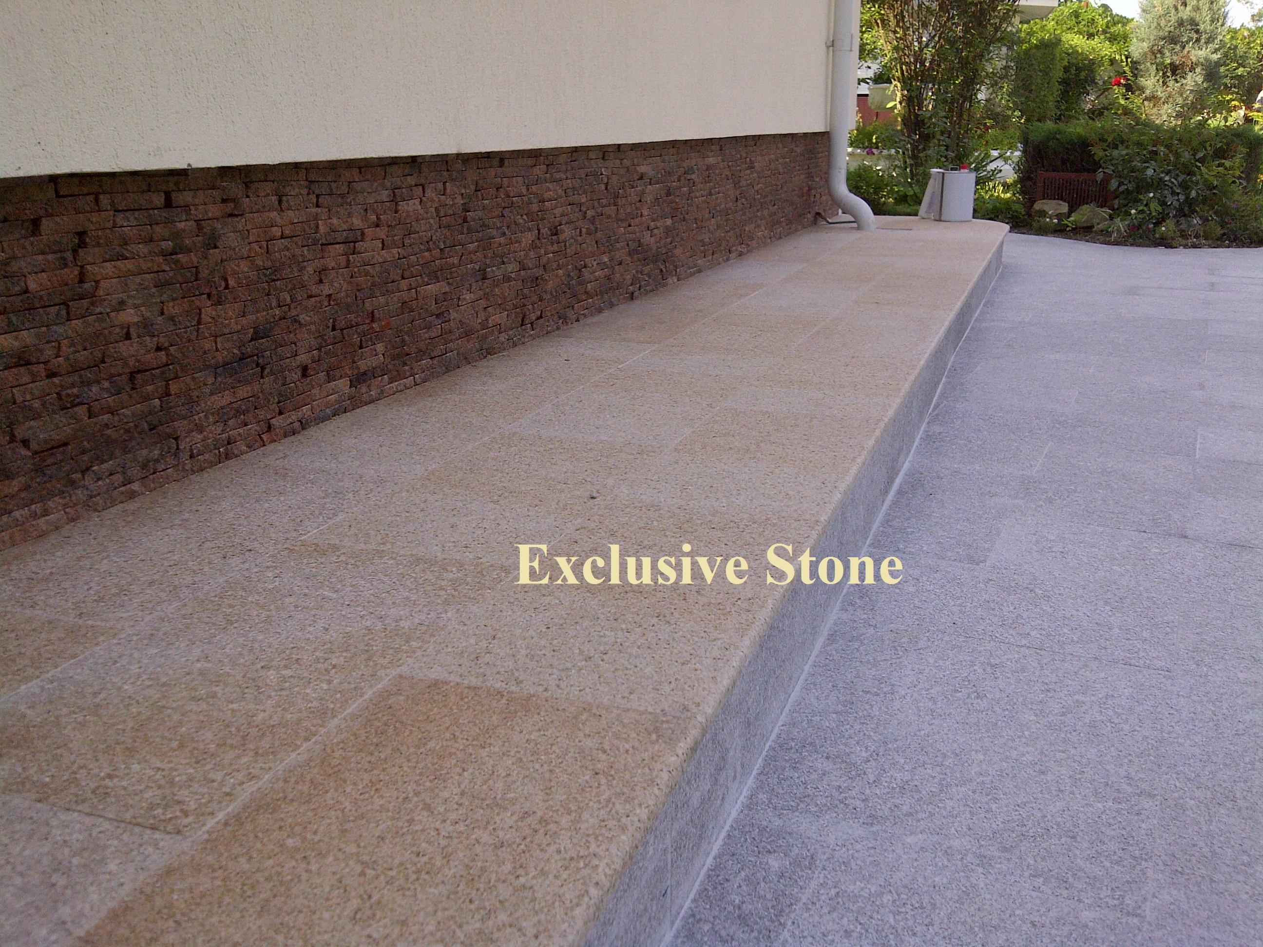 Placare alee cu Granit Desertus Fiamat ,New Cristal Fiamat si soclu din Straifuri de granit Maple Red Fiamat