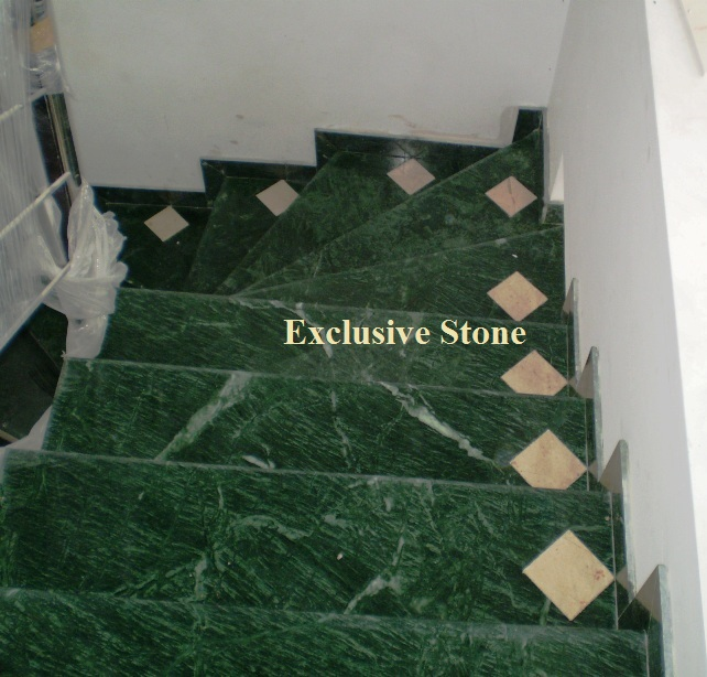 Placare scara marmura Verde Guatemala