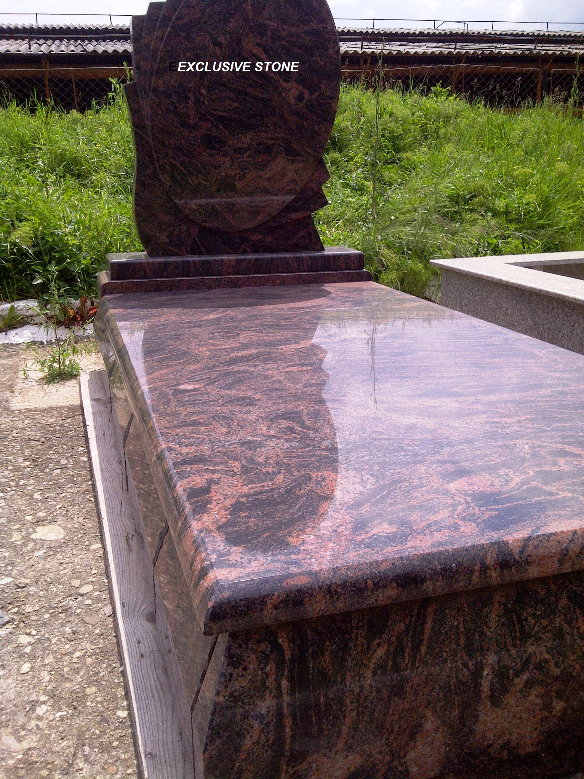 Monument masiv Granit Brown